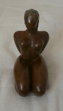 Petite femme à genoux N°3/8,exposée Galerie Le Passeur d'art au Château d'Olonne ...