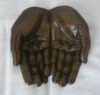 Les mains jointes EA III/IV ,exposée Galerie Le Passeur d'art...